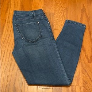 Adorable Skinny jeans size 2/ 26